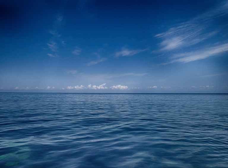 blue-sea-blue-water-water-ocean-722687.jpeg